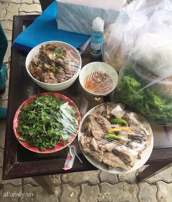 Túi thịt vịt ấm nóng và bức thư tay xúc động của bé Nhân 8 tuổi gửi đội dân quân khu cách ly Đà Nẵng: 'Chú ăn để có sức khỏe chống dịch Covid-19!' - Ảnh 4