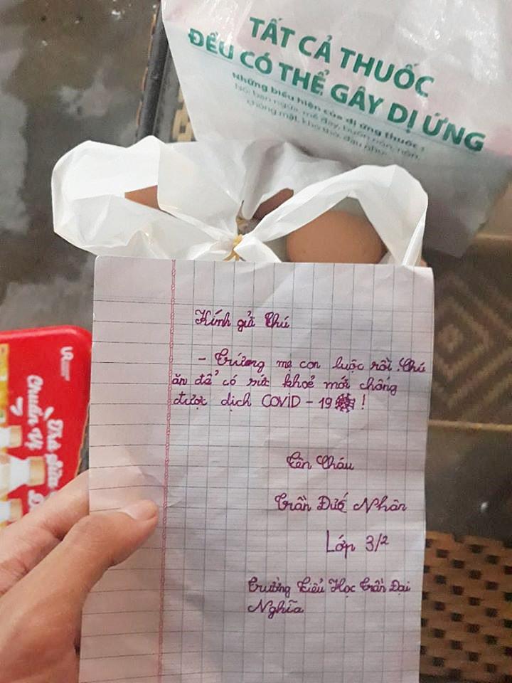 Túi thịt vịt ấm nóng và bức thư tay xúc động của bé Nhân 8 tuổi gửi đội dân quân khu cách ly Đà Nẵng: 'Chú ăn để có sức khỏe chống dịch Covid-19!' - Ảnh 5