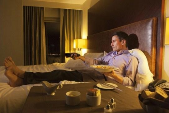 7 thói quen buổi tối gây tăng cân nhiều người mắc phải - Ảnh 3