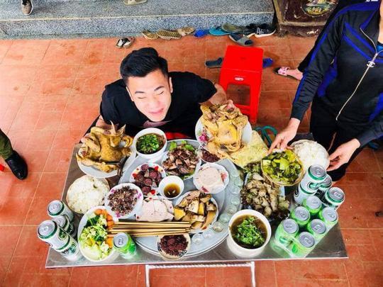 Bữa cơm ấm cúng đầu năm mới của gia đình Bùi Tiến Dũng - Ảnh 3