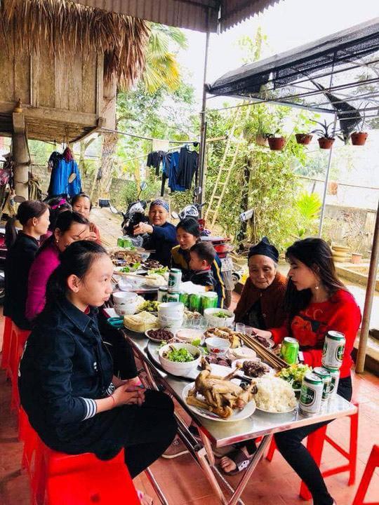 Bữa cơm ấm cúng đầu năm mới của gia đình Bùi Tiến Dũng - Ảnh 4