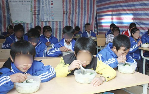 Bắt hiệu trưởng bán 6 tấn gạo của học sinh dân tộc bán trú - Ảnh 1