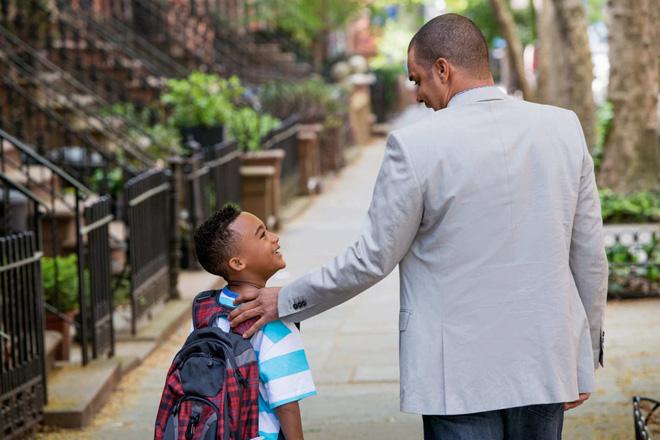 3 việc làm rất nhiều bố mẹ mắc phải khiến con tự ti, nhút nhát - Ảnh 2