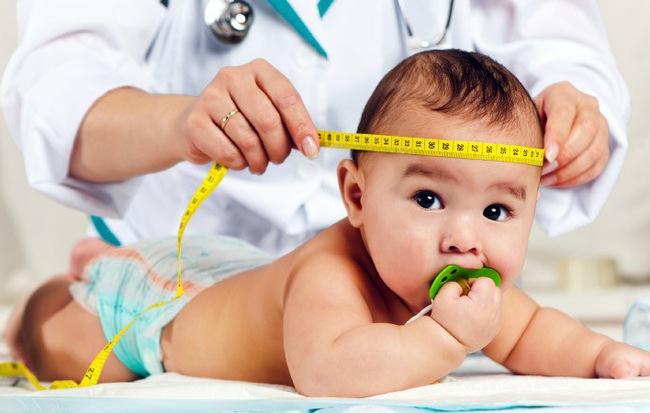 Đây là các dấu mốc phát triển của trẻ sơ sinh trong 1 năm đầu đời - Ảnh 1