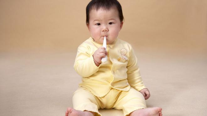 Đây là các dấu mốc phát triển của trẻ sơ sinh trong 1 năm đầu đời - Ảnh 3