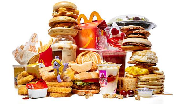 Đây là những món ăn nhiều hóa chất nhất bố mẹ nên hạn chế cho trẻ ăn - Ảnh 2