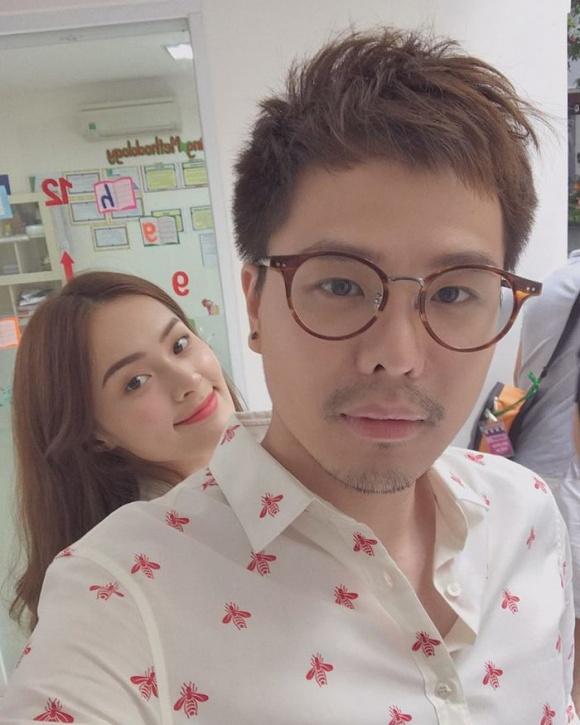 Hạ Vi và Trịnh Thăng Bình chụp ảnh khá tình cảm. Nam ca sĩ không ngại ngần khoe trên trang cá nhân