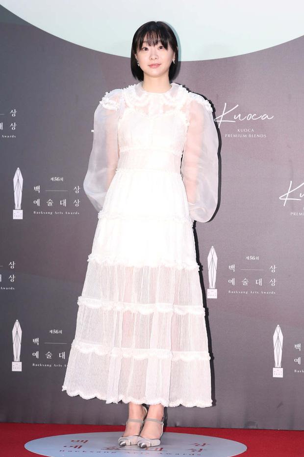 1 chiếc váy 2 số phận: 'Điên nữ Itaewon' bị chê khó cảm, Seo Ye Ji diện lên lại sang hết sức - Ảnh 2
