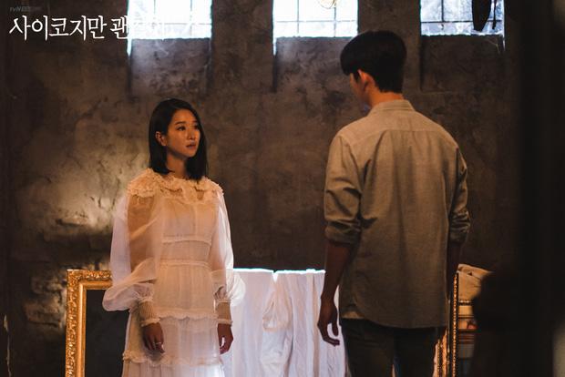 1 chiếc váy 2 số phận: 'Điên nữ Itaewon' bị chê khó cảm, Seo Ye Ji diện lên lại sang hết sức - Ảnh 3