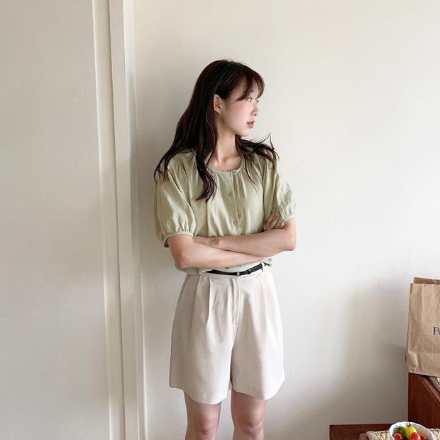 BTV thời trang update tủ đồ đẹp từ Hè sang Thu chỉ với 5 món, style có khi còn 'lên đời' mạnh mẽ - Ảnh 6