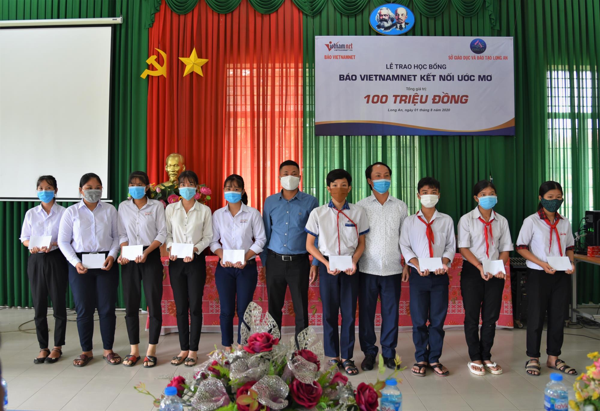 Him Lam Land chắp cánh ước mơ cho học sinh nghèo vượt khó ở Long An - Ảnh 1