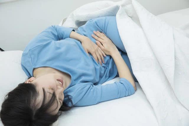 Nếu cơ thể có 4 biểu hiện lạ xuất hiện vào buổi sáng, bạn nên cẩn thận với nguy cơ mắc bệnh gan rất cao - Ảnh 4