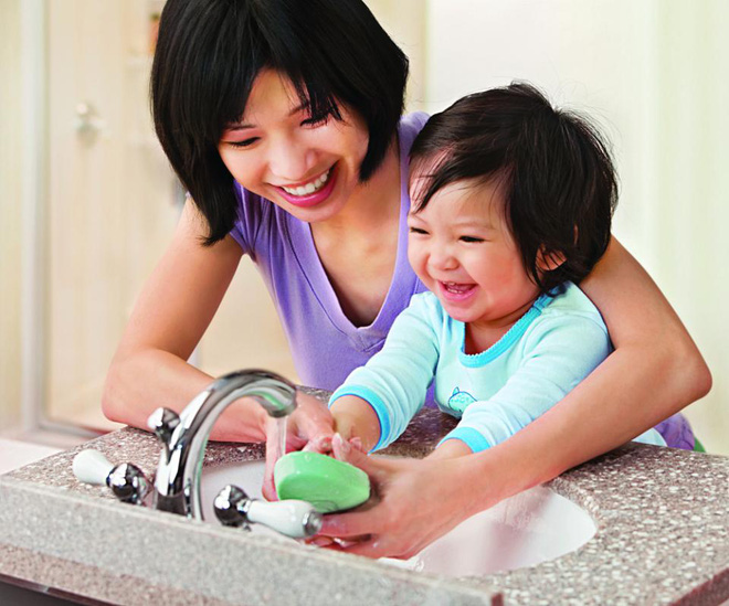 4 cách phòng tránh cảm cúm, viêm đường hô hấp cho trẻ trong mùa lạnh cha mẹ nào cũng cần biết - Ảnh 2