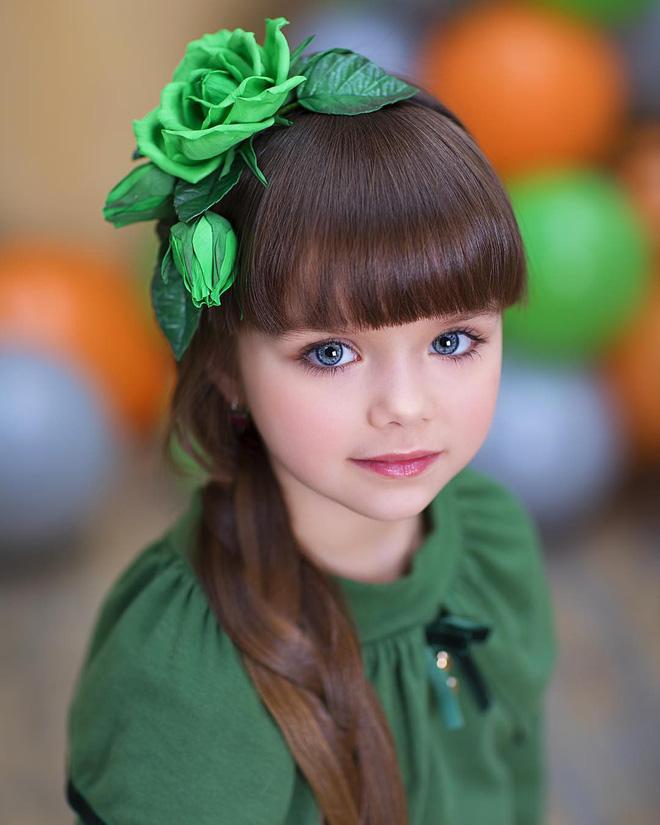 Nếu bạn thắc mắc thế nào là vẻ đẹp không góc chết, hãy ngắm cô bé được mệnh danh là thiên thần đẹp nhất thế giới này - Ảnh 2