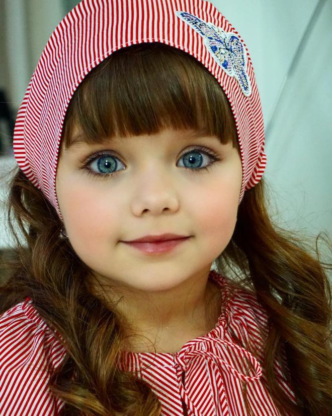 Nếu bạn thắc mắc thế nào là vẻ đẹp không góc chết, hãy ngắm cô bé được mệnh danh là thiên thần đẹp nhất thế giới này - Ảnh 3
