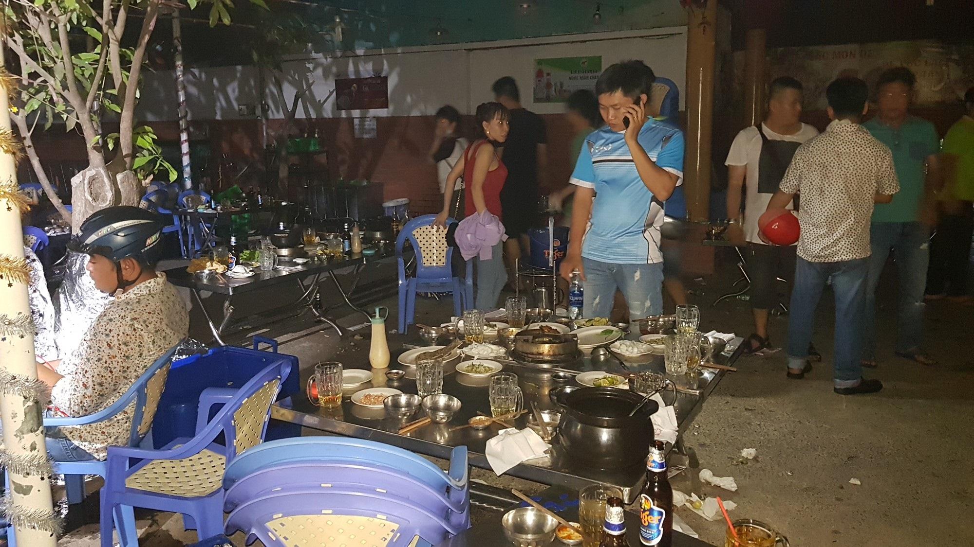 Quán lẩu dê ở Sài Gòn phát hoả, hàng trăm thực khách tháo chạy tán loạn - Ảnh 1
