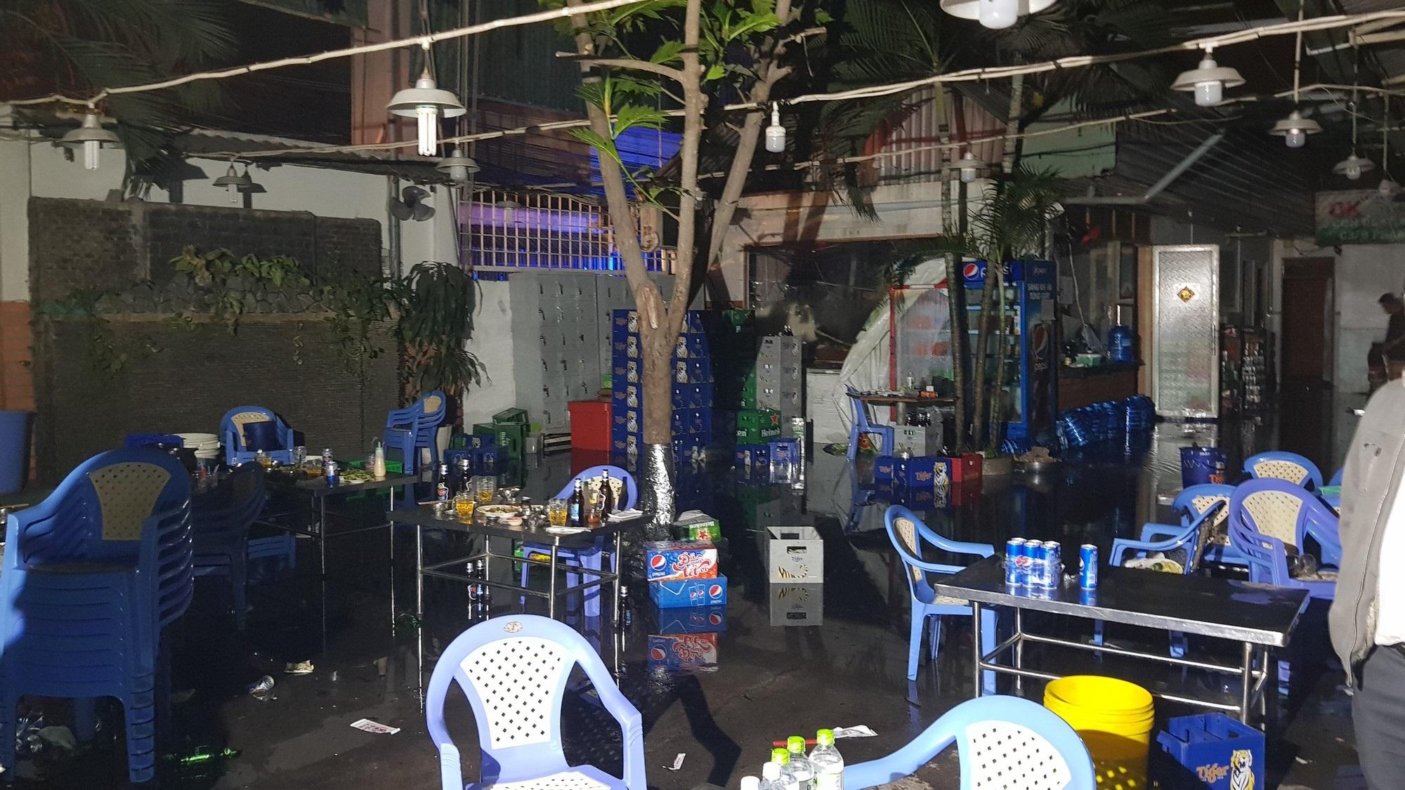 Quán lẩu dê ở Sài Gòn phát hoả, hàng trăm thực khách tháo chạy tán loạn - Ảnh 2