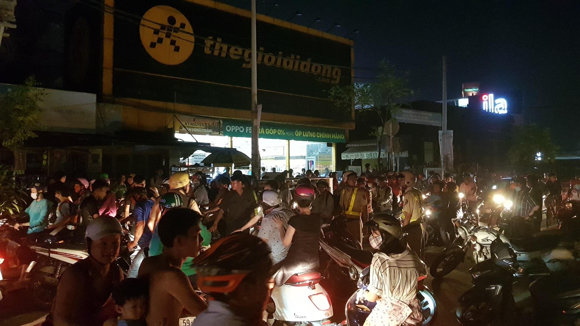 Quán lẩu dê ở Sài Gòn phát hoả, hàng trăm thực khách tháo chạy tán loạn - Ảnh 4
