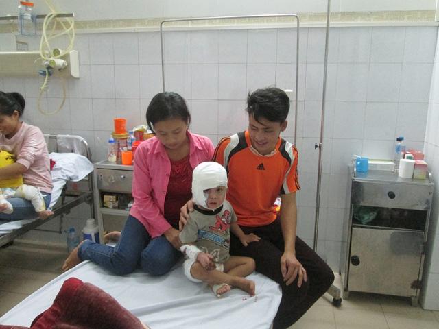 Sức khỏe bé trai 3 tuổi bị người mẹ tưới xăng khi vừa bỏng nặng ra sao? - Ảnh 2