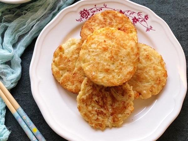 Người Trung Quốc có món bánh tôm cực ngon, già trẻ lớn bé ai ăn cũng thích mê!