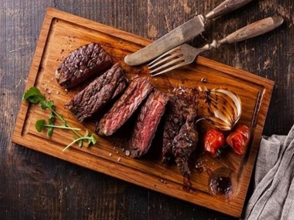 Bí quyết làm bò nướng cho bữa tiệc cuối năm thêm sang trọng