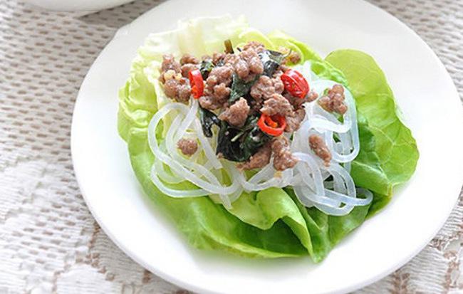 Bò xào cuốn xà lách - đây đích thị là món ăn giảm cân cực đỉnh tôi đang tìm kiếm