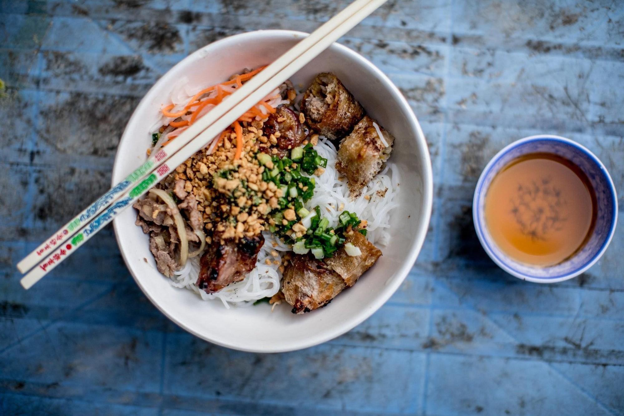 Quán bún thịt nướng có thâm niên trên 20 năm ở Sài Gòn