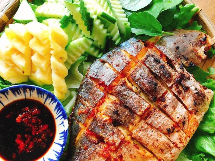 Bữa tối đưa cơm với món cá nướng muối ớt thơm ngon đơn giản tại nhà