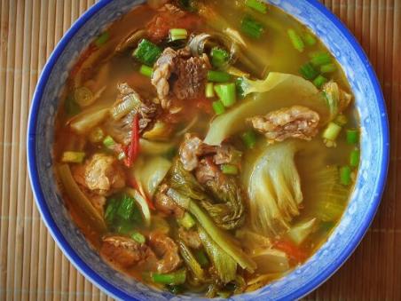 Cách làm món canh dưa chua thịt bò thơm ngon hấp dẫn