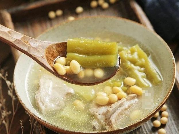 Cách làm món canh mướp đắng nấu sườn đậu nành vừa giải nhiệt ngày nắng