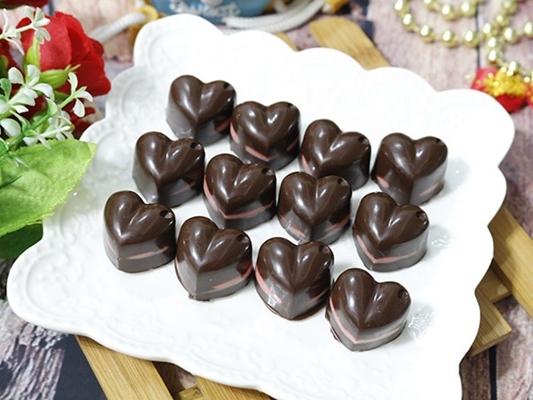 """Cách làm socola đơn giản nhưng đủ """"đốn tim"""" chàng ngày Valentine 14/2"""
