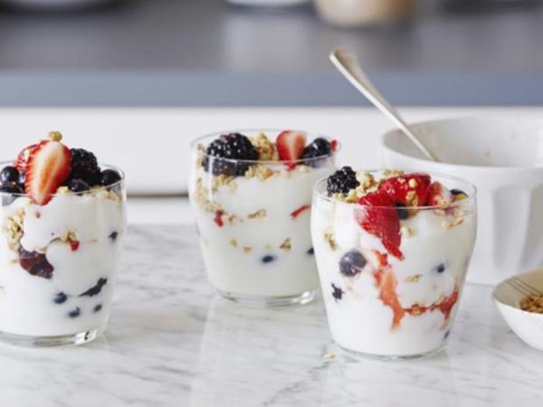 Cách làm sữa chua hoa quả cực ngon cho mùa hè mát lạnh