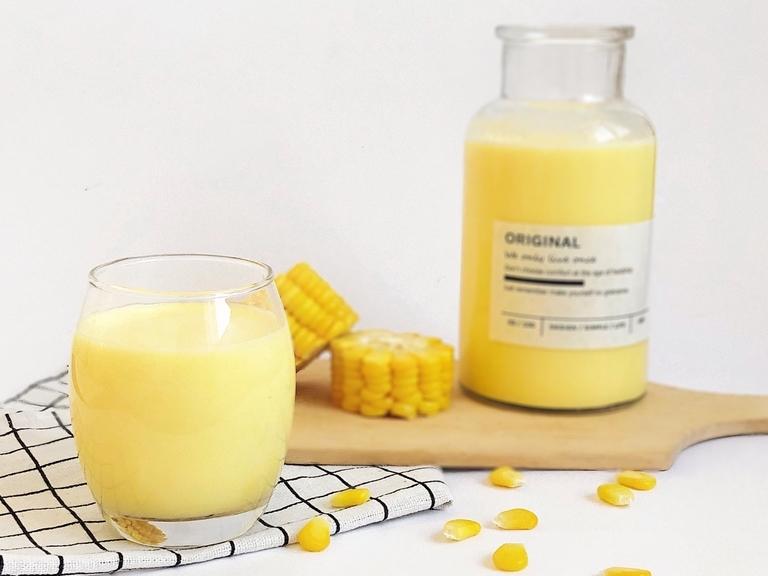 """Cách làm sữa ngô tưởng chẳng giống ai nhưng hóa ra là """"tuyệt kỹ"""" của người Hàn, lại còn dùng cả cơm nguội thế mà ngon không tưởng!"""