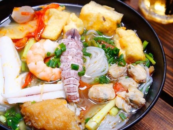 Cách nấu bún hải sản chua cay ngon hơn ngoài hàng