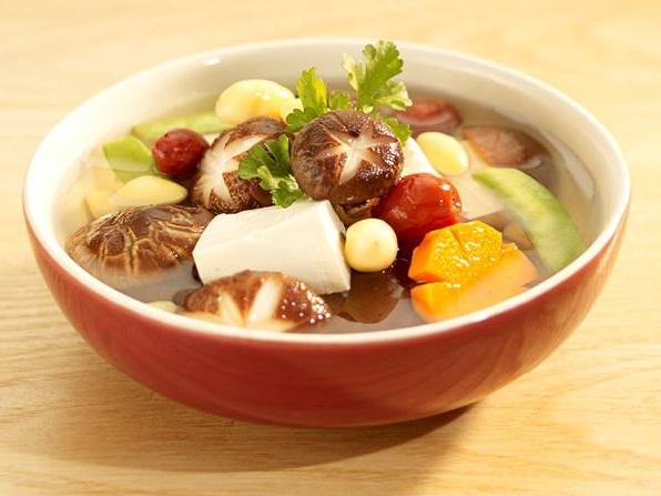 Quên những món mặn đầy dầu mỡ đi, làm ngay canh rau củ chay ngày mùng 1 Tết này sẽ khiến cả nhà thích mê