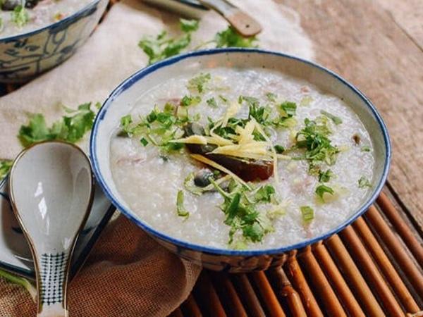 Cách nấu cháo gà hành lá đơn giản, ấm bụng cho bữa sáng mùa Đông