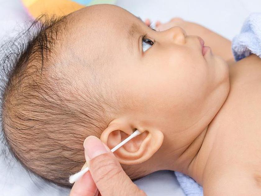 Cách vệ sinh tai cho trẻ sơ sinh đúng cách và an toàn tại nhà