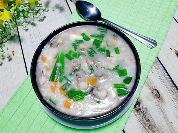 Nấu cháo hàu cà rốt bổ dưỡng ấm bụng ngày mưa
