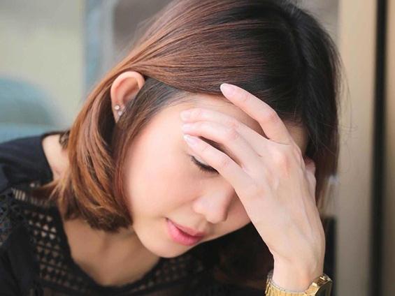 """Chị chồng khóc mếu gọi: """"Osin nhà chị có bầu rồi"""", tôi hộc tốc lao tới an ủi chị thì bủn rủn cả người khi nhìn thấy một chiếc vòng tay"""