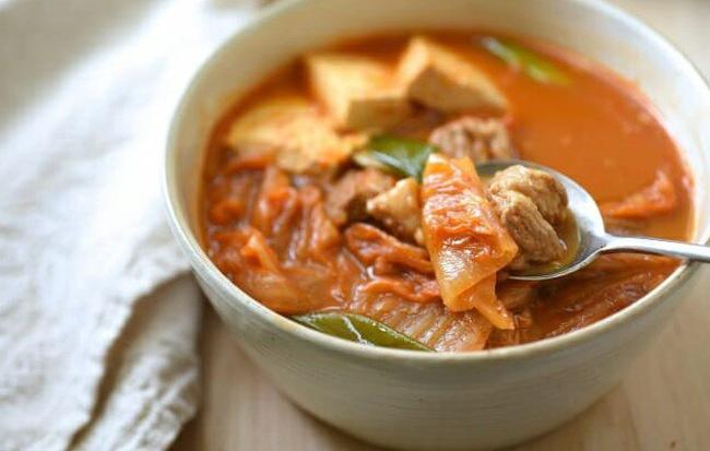 Công thức nấu canh kim chi chuẩn vị Hàn không phải ai cũng biết