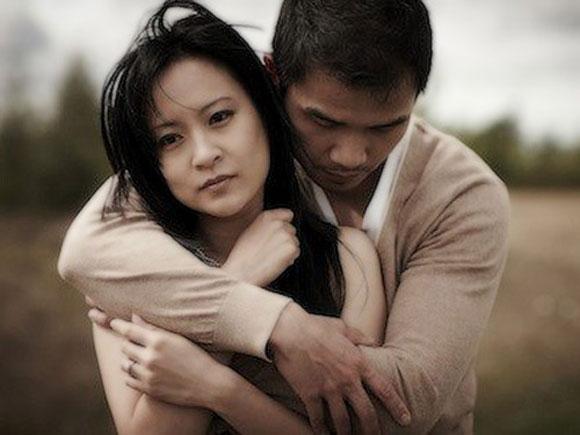 Khi đã hết yêu vợ đàn ông nào cũng để lộ những dấu hiệu này, chị em càng níu chỉ càng đau - Ảnh 3