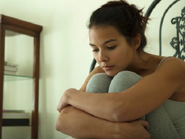 Đến nhà thông gia chăm con gái ở cữ mà nửa đêm mẹ tôi vẫn không được ngủ ngon giấc, tôi xót mẹ thì bị oán trách là ích kỷ