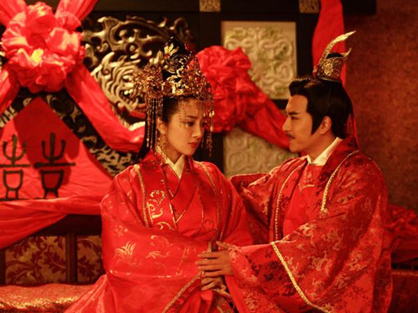 """Hoàng đế tổ chức """"đám cưới ma"""" cho Vương hậu khiến nhiều người rùng mình, song lý do đằng sau lại khiến người đời ngưỡng mộ"""