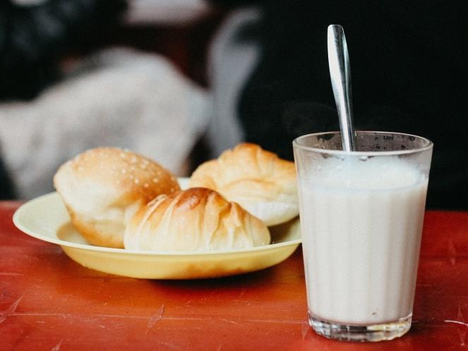 Không phải buổi sáng, đây mới là thời điểm uống sữa tốt nhất được chuyên gia khuyến cáo để có thể nhận được lượng canxi gấp bội
