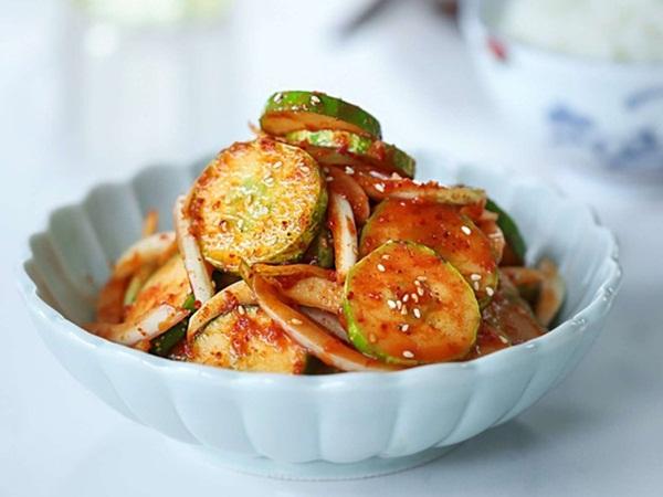 Nghỉ lễ ăn tiệc nhiều thịt cá, làm ngay kim chi dưa chuột siêu tốc giải ngán, ăn kèm món gì cũng ngon!