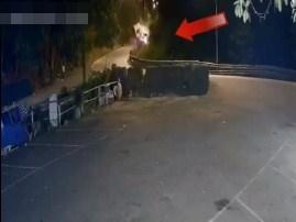 Kinh hoàng khoảnh khắc container đi ngược chiều bất ngờ đâm vào ô tô tải rồi lao xuống vực sâu