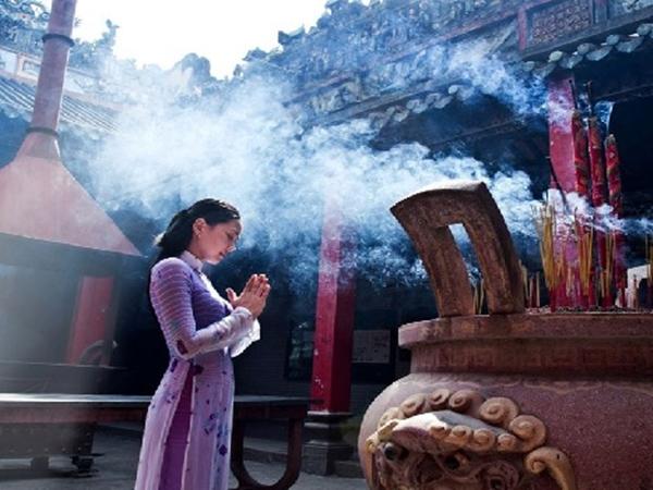 Phật dạy: Phụ nữ đi chùa cả năm mà thốt ra 3 lời này thì cũng mất sạch phúc đức