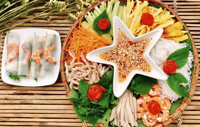 Bữa tối muốn ăn vừa ngon lại đẹp như nhà hàng mà không béo thì thử ngay món cuốn này bạn nhé!