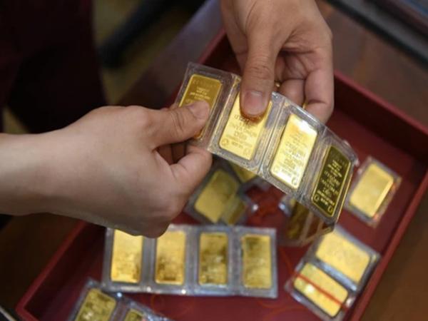 Hà Nội: Một người bán ra 130 cây vàng, thu về hơn 7,2 tỷ đồng ngay trước ngày vía thần tài
