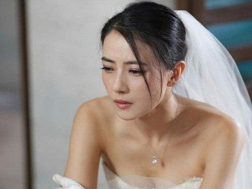 Nhìn trong đám người đón dâu không có chú rể, tôi linh cảm có điều chẳng lành xảy ra và khi biết sự thật, tôi choáng váng quay cuồng